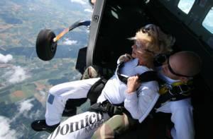 Fallschirmtandem Absprung